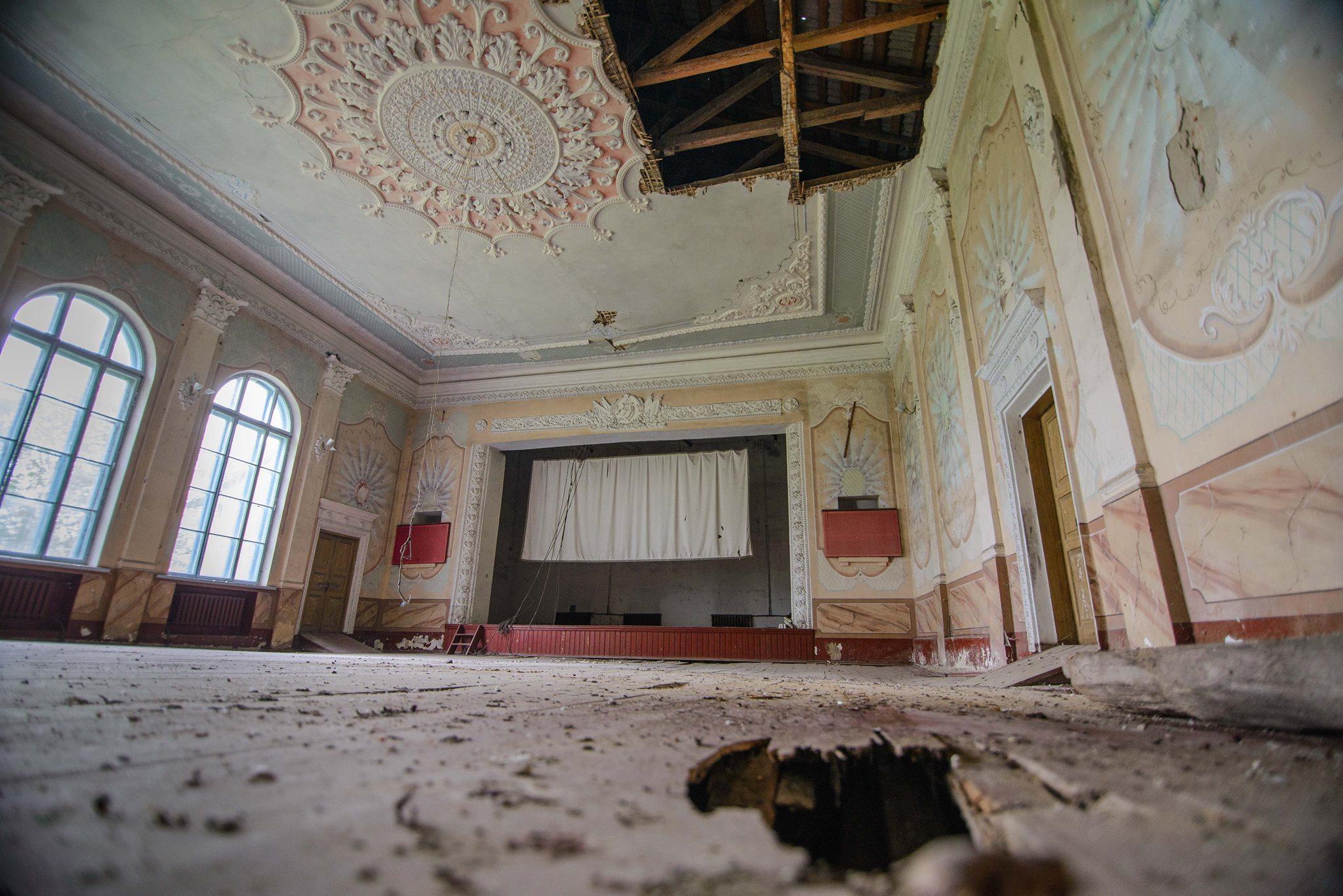 le palais de la culture de Laski a mal vécu la fin de l'URSS.